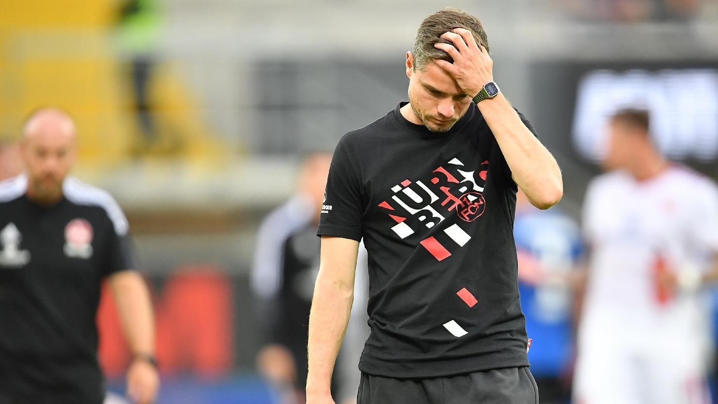 Unzufrieden mit dem 2:2, ratlos aufgrund dermerkwürdigen Schiedsrichter-Entscheidung: Club-Trainer Robert Klauß.