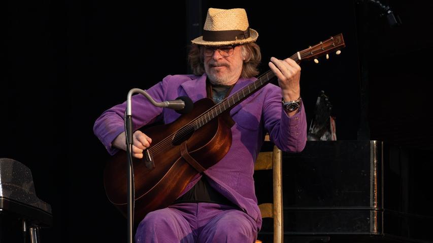 Der 65-jährige Jazzmusiker und Komiker Schneider Helge Schneider hat einen Auftritt beim Strandkorb Open Air in Augsburg abgebrochen. Er kritisierte