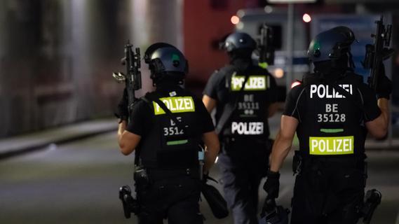 Schüsse mitten in Berlin: Vier Verletzte bei Angriff vor Baumarkt
