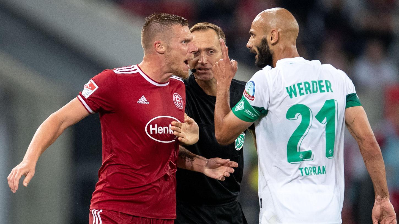 Werder Bremen sichert sich gegen Düsseldorf den ersten Sieg in der zweiten Liga nach dem Bundesligaabstieg.
