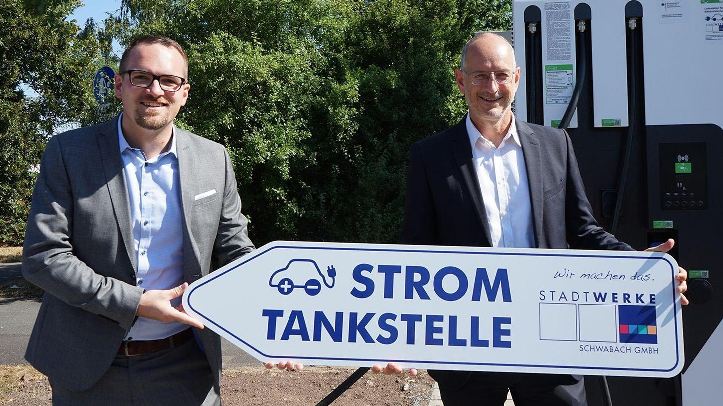 Sie stehen an der Spitze der Städtischen Werke Schwabach GmbH: OB Peter Reiß (links) als Vorsitzender des Aufsichtsrats und Geschäftsführer Winfried Klinger. Beide freuen sich über den unerwartet guten Jahresabschluss 2020.