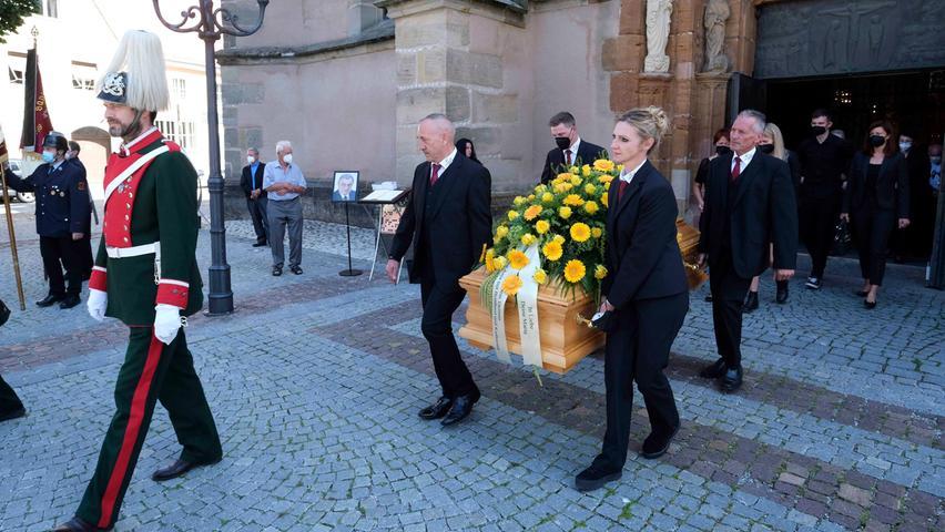 Hinter der Ehrengarde derChevaulegers wurde der Sarg aus dem Münster getragen.