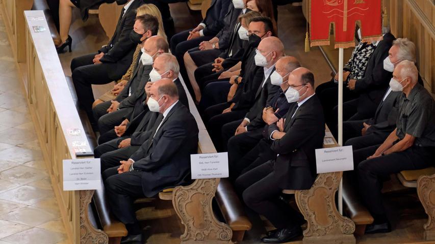 Selbstverständlich war auch Finanzminister Albert Füracker zur Trauerfeier seines Parteifreundes und langjährigen Weggefährten gekommen.