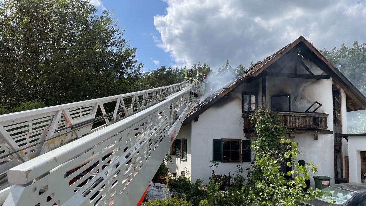 Feuer im Dachstuhl: Gebäude in Röttenbach ist fast komplett zerstört