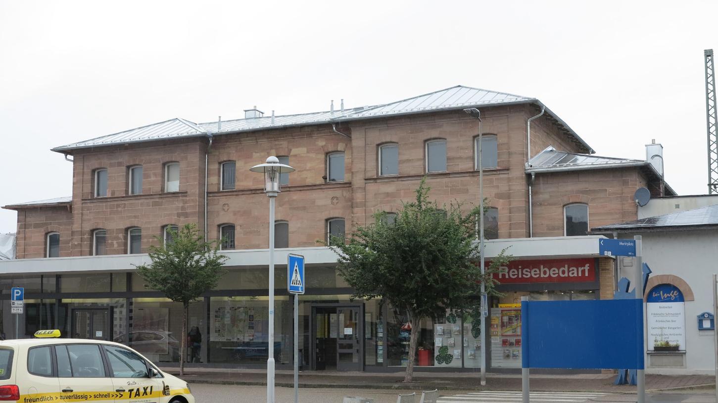 Ein entscheidender Schritt für den Umbau des Bahnhofs ist getan: Der Stadtrat hat die Vorplanung für die Sanierung des Gebäudes vergeben.