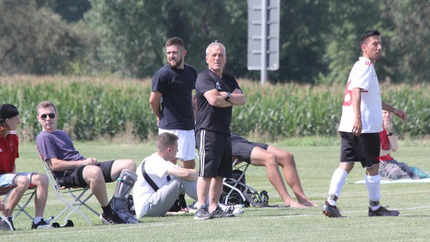 Aus Sicht von Nagelberg-Trainer Utz Löffler (Mitte) war für den Aufsteiger mehr drin als das Remis.