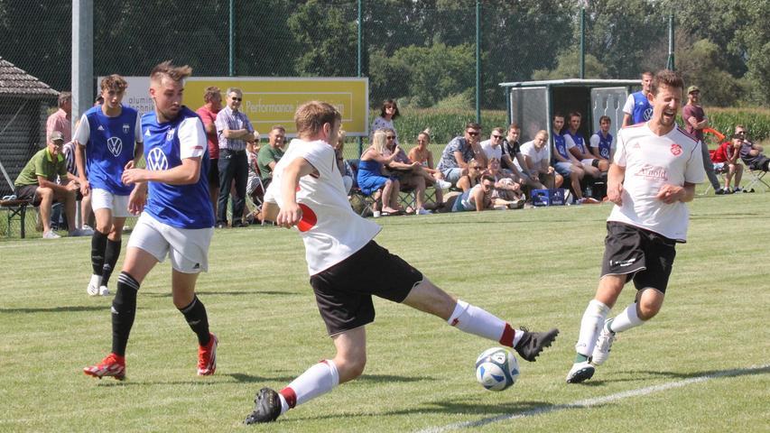 Der FC Nagelberg und der FC Aha lieferten sich ein torreiches und umkämpftes Auftaktspiel in der Kreisklasse West. Endstand: 3:3.