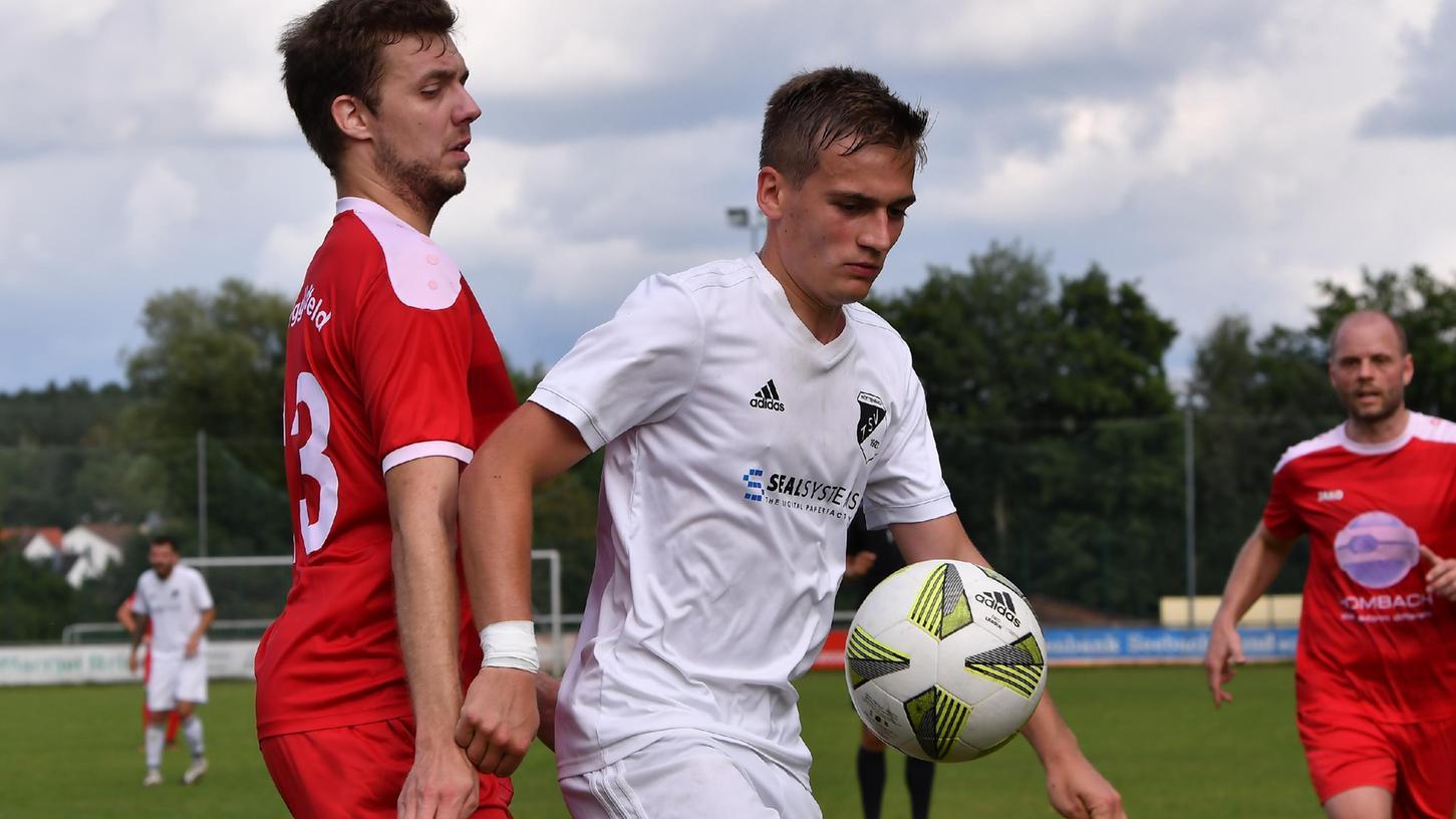 Sorgte für die Entscheidung:Leon Bauerreis (rechts) vom TSV Röttenbach.