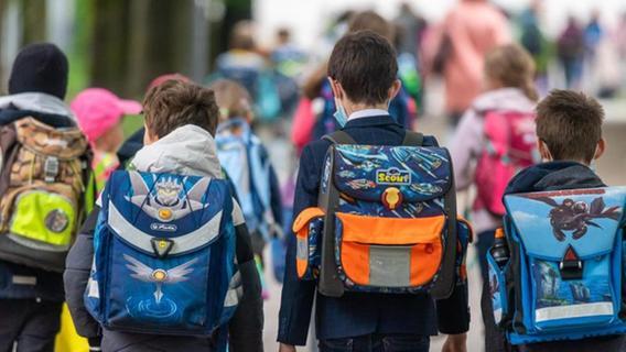 Mit Maske und Tests: Schulstart in den ersten Bundesländern