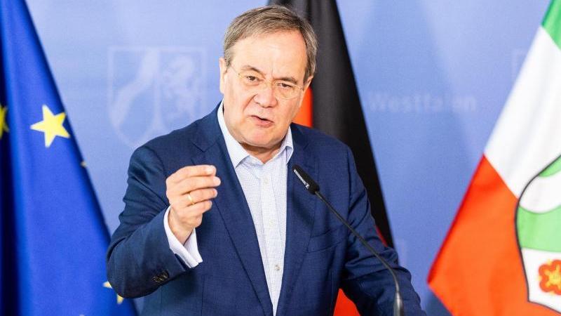 Kanzlerkandidat Armin Laschet möchte weiterhin Straffällige nach Afghanistan abschieben.