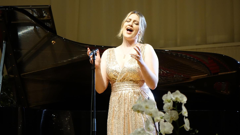 Emily Sierra beim Liederabend 2021.
