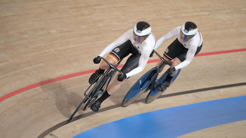 Emma Hinze und Lea Sophie Friedrich pulverisierten an diesem Tag gleich zweimal den bisherigen deutschen Rekord, für Gold reichte es dennoch nicht -0,085 Sekunden fehlten zum Olympiasieg gefehlt. Den sicherten sich die Chinesinnen Bao Shanju und Zhong Tianshi, die in dem Rennen sogar den Weltrekord fuhren.