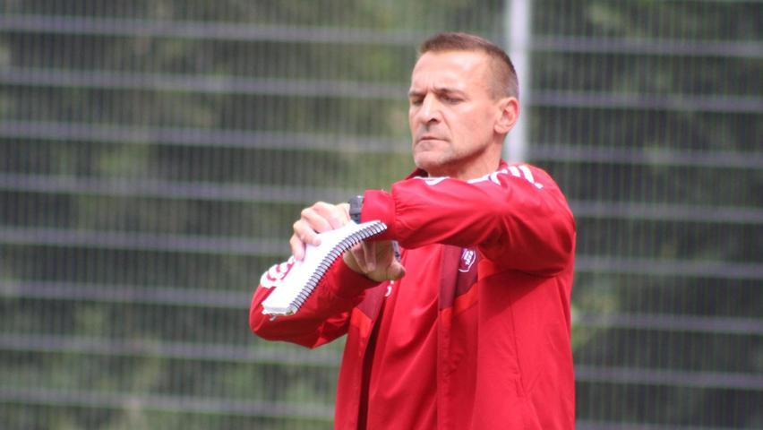 Neue Zeitrechnung beim SSV Oberhochstatt: Trainer Lothar Satzinger und sein Team sind wieder in der Fußball-Kreisliga.