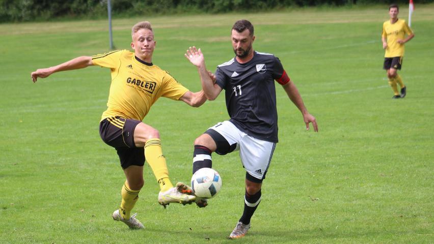 Saisonauftakt in Niederhofen: Auf dem dortigen Fußballplatz trennten sich der Aufsteiger SSV Oberhochstatt und die DJK Pollenfeld mit einem 2:2-Unentschieden, mit dem beide Seiten gut leben konnten.