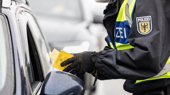Verstöße bei Reiserückkehrern: Polizei greift 110 Ungetestete auf der A3 auf