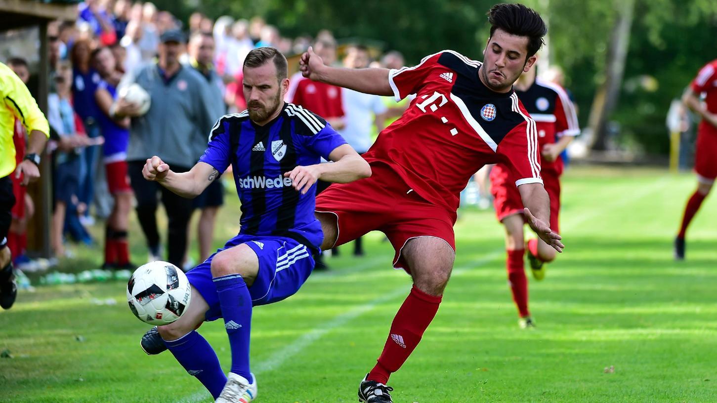 Dominik Odobasic (rot) ist einer von vier Spielern des KSD Hajduk mit dem gleichen Nachnamen.