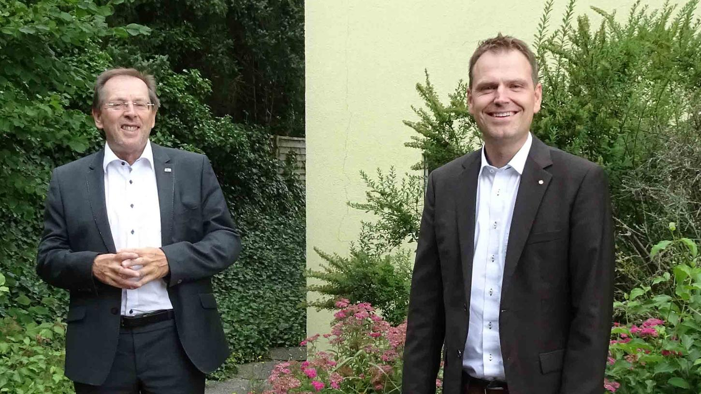 Der scheidende und der neue Kreisvorsitzende: Hans Herold sieht in Dr. Christian von Dobschütz (r.) den idealen Nachfolger an der Spitze des CSU-Kreisverbandes.