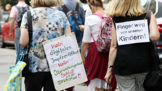 Berliner Polizei: Gut 500 Ermittlungsverfahren nach verbotenen Demonstrationen