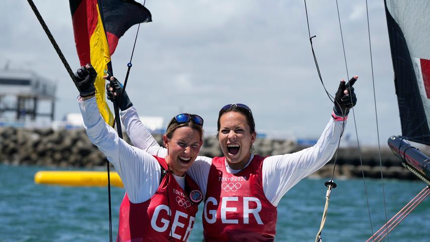 Mit Platz fünf imabschließenden Medaillenrennen rückte das Duo aus Holzhausen und Strande vom dritten auf den zweiten Rang vor. Olympiasiegerinnen wurden wie 2016 inRio die Brasilianerinnen Martine Grael/Kahena Kunze.