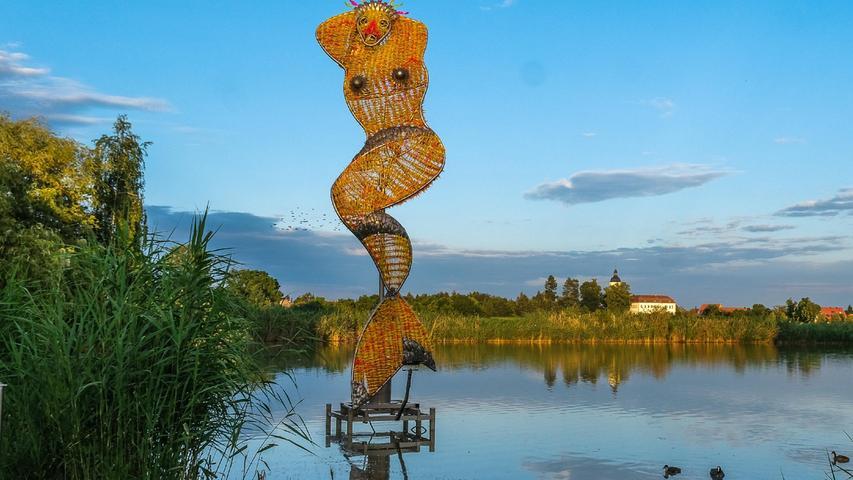 Am Schwemmweiher in Kleingründlach ist die Skulptur