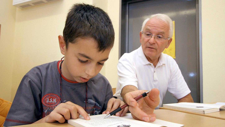 Lesen lernen mit Erwachsenen (wie hier an einer Schule in Bremen): Das Programm