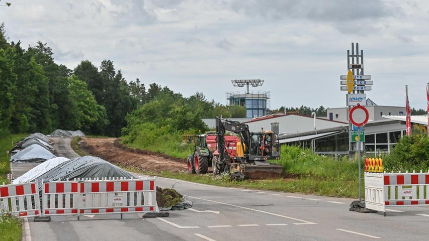Am Dienstag (3. August) gab die Absperrung an der Ortsausfahrt Hilpoltstein Richtung Heideck eine Lücke frei.