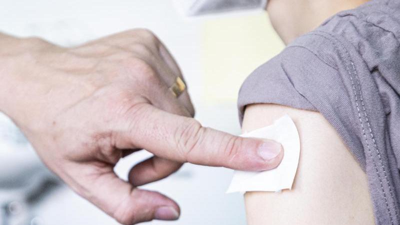 Wer bekommt eine dritte Impfung? Das ist in Bayern geplant