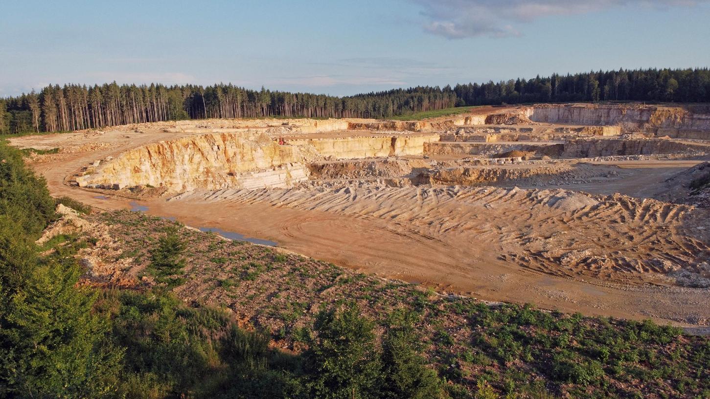 Die Stadt Weißenburg wird der Erweiterung des Schotter- und Steinwerks um 35 Hektar nach Osten das gemeindliche Einvernehmen erteilen. Sie fordert aber Auflagen, die das Landratsamt festsetzen soll.