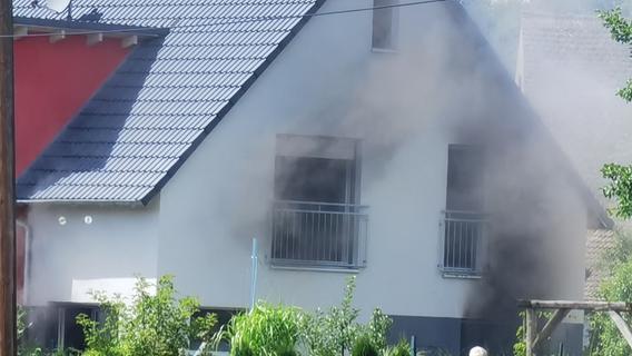 Brand in Laubendorf: Mehrere Feuerwehren rücken nach Langenzenn aus