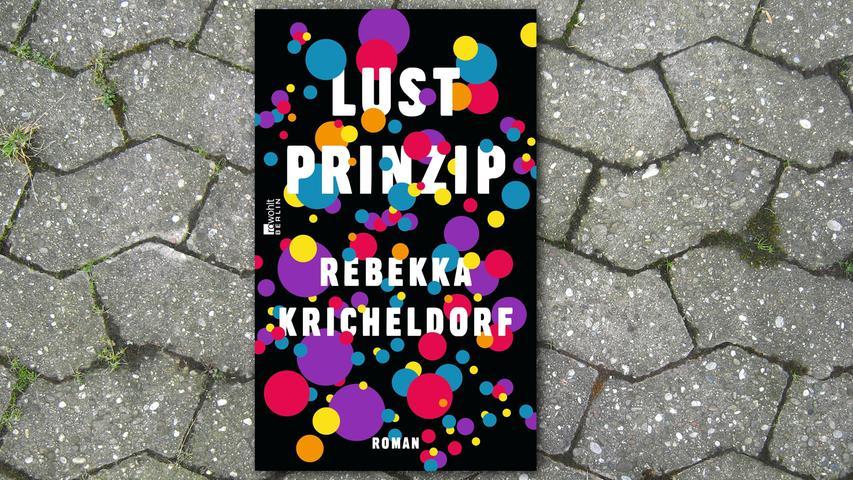 Berlin, Mitte der 90er Jahre: Hier schlägt sich Germanistikstudentin Larissa mit einer Handvoll anderer verkrachter Bildungsbürgerkinder die Nächte um die Ohren. Ihr Leben besteht aus Partys, Sex, Alkohol und Beat-Poesie, Abstürzen und Weltschmerz. Bis ihr irgendwann dämmert, dass es so nicht weitergeht. Klingt frustierend, ist aber so rasant geschrieben - mit herrlich lakonischem Sprachwitz und unbarmherzig scharfem Blick -, dass man bis zum Schluss dabei bleibt.