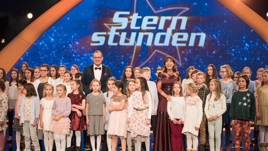 Großes Schlussbild der Benefizshow2017, die live aus derNürnberger Frankenhalle gesendet wurde.