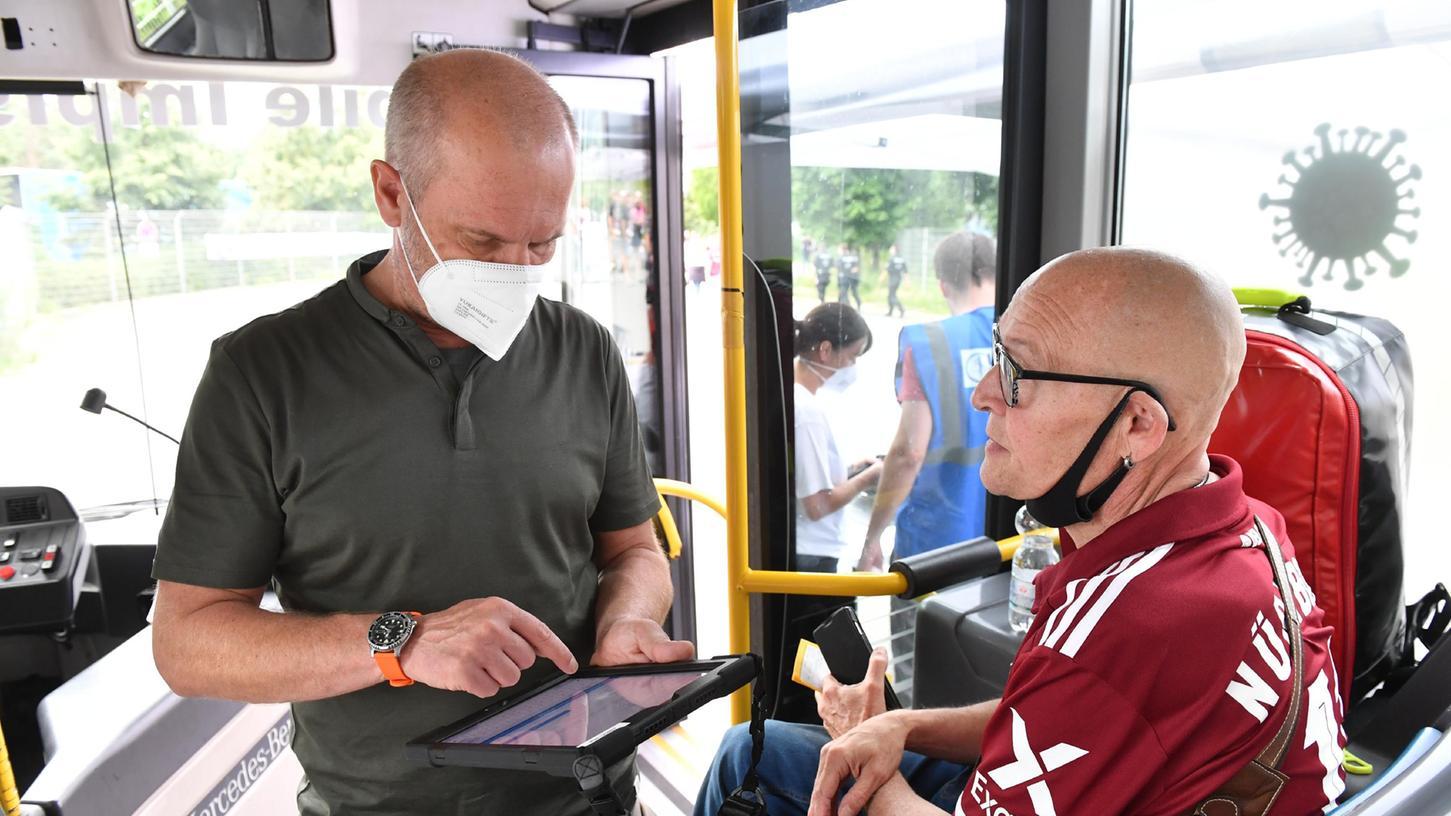 Eine der ersten mobilen Impfaktionen gab es Ende Juli in Nürnberg vor dem Max-Morlock-Stadion. Am Wochenende sind weitere geplant.