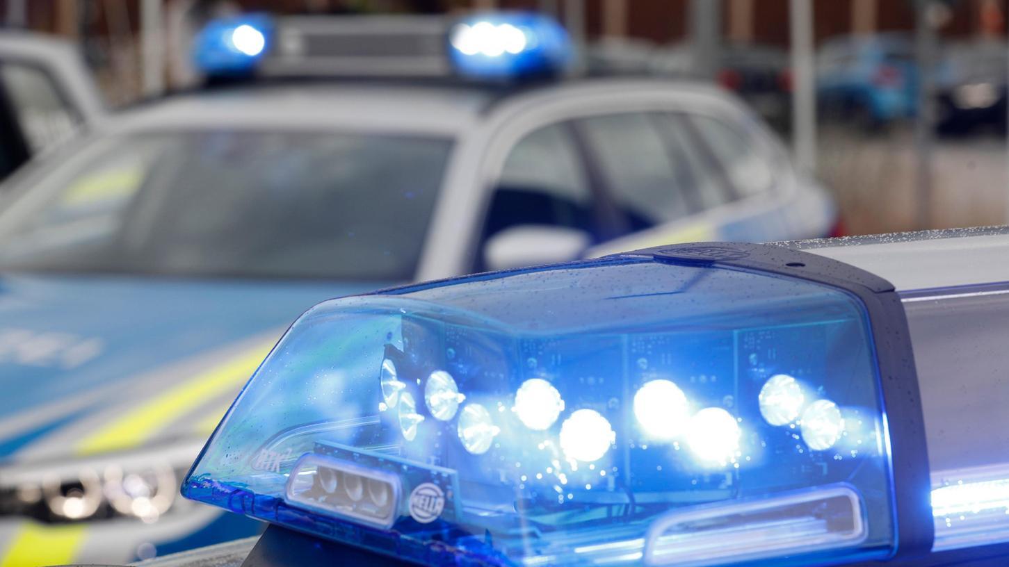 Polizei, Rettungsdienst, Hubschrauber und Feuerwehr waren am Freitag auf der A7 im Einsatz.