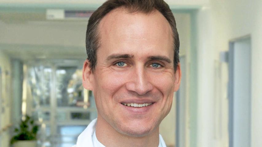 Dr. Dirk Debusist Oberarzt für Dermatologie am Klinikum Nürnberg und in der Ambulanz der Hautklinik. Außerdem koordiniert er das Hauttumorzentrum.