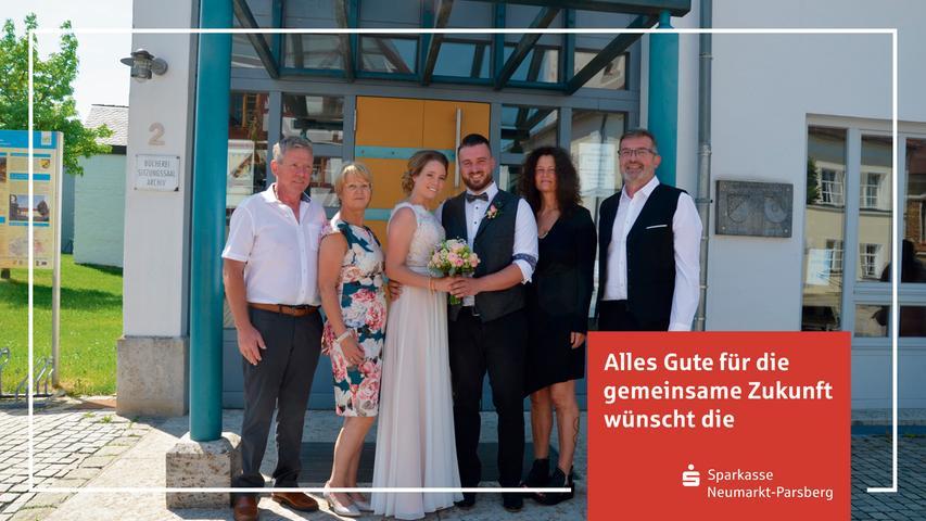 Da strahlten das junge Hochzeitspaar und ihre Angehörigen vor Freude und Glück und ebenso zeigte sich der Himmel mit viel Sonne und weiß-blauem Firmament: Jonas Distler und Bianca Braun – beide sind Berger