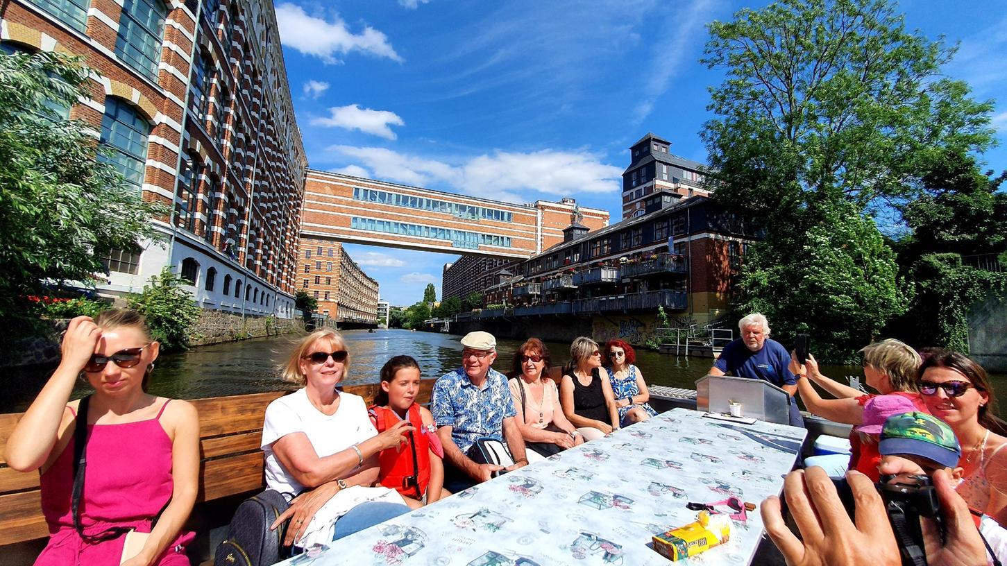 Auch Städtereisen sind klassische Leserreisen- hier eine Bootstour durch Leipzigs Kanäle.