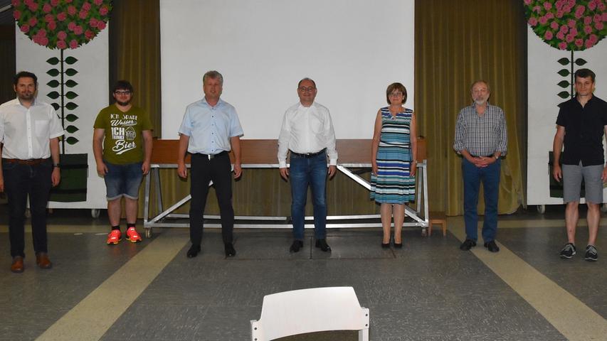 Neu gewählt wurde der Vorstand des CSU-Ortsverbands Allersberg. An der Spitze bleiben die beiden VorsitzendenThomas Schönfeld und Markus Zurwesten (Dritter und Vierter von links).