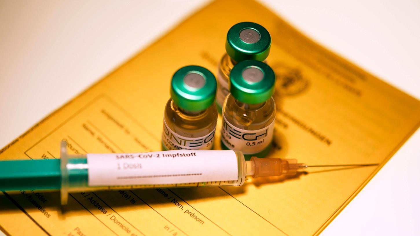 Im Herbst sollen die Auffrischimpfungen in Bayern beginnen, für die meisten ist es die dritte Impfung gegen Covid-19.