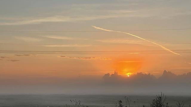Kurz nach 6 Uhr morgens am Fürther Solarberg in Richtung Stadeln fotografiert. Bei 11 Grad und Nebel kündigt sich da schon der Herbst an - dabei war der Sommer ja noch nicht richtig da...