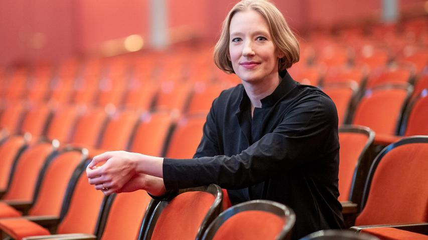 Noch zwei Spielzeiten wird sie GMD am Nürnberger Staatstheater sein: Joana Mallwitz im Nürnberger Opernhaus.