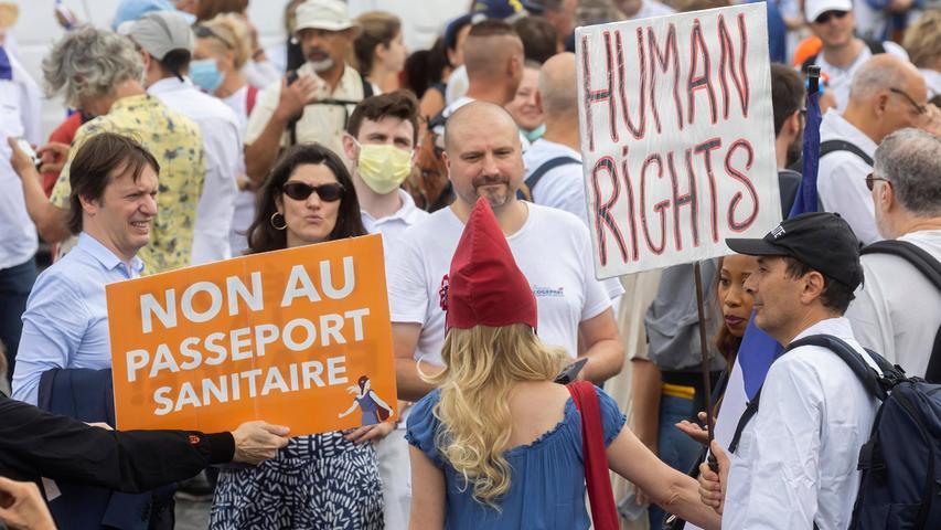 Der Widerstand gegen den Gesundheitspass in Frankreich war immens - am Ende setzte sich Präsident Macron durch.