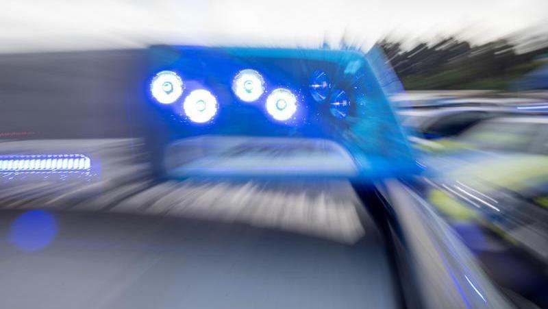 Eine gefährliche Verfolgungsjagd lieferte sich ein bisher Unbekannter mit den Beamten der Polizeiinspektion Altdorf.