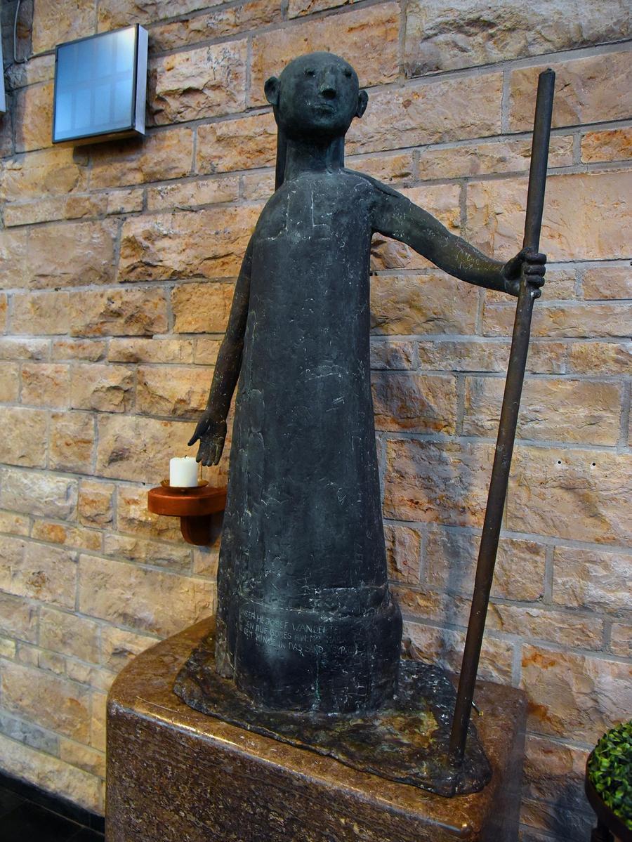 In der Kirche mag der Pfarrer besonders die Statue des Kirchenpatrons Josef.