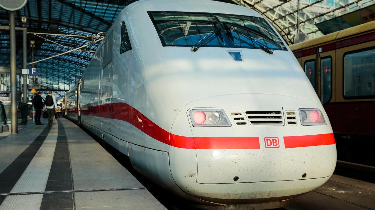 Auf einen ICE der Deutschen Bahn wurde 2018 bei Allersberg ein Anschlag verübt. Nun wurde das Urteil gegen den Täter bestätigt.
