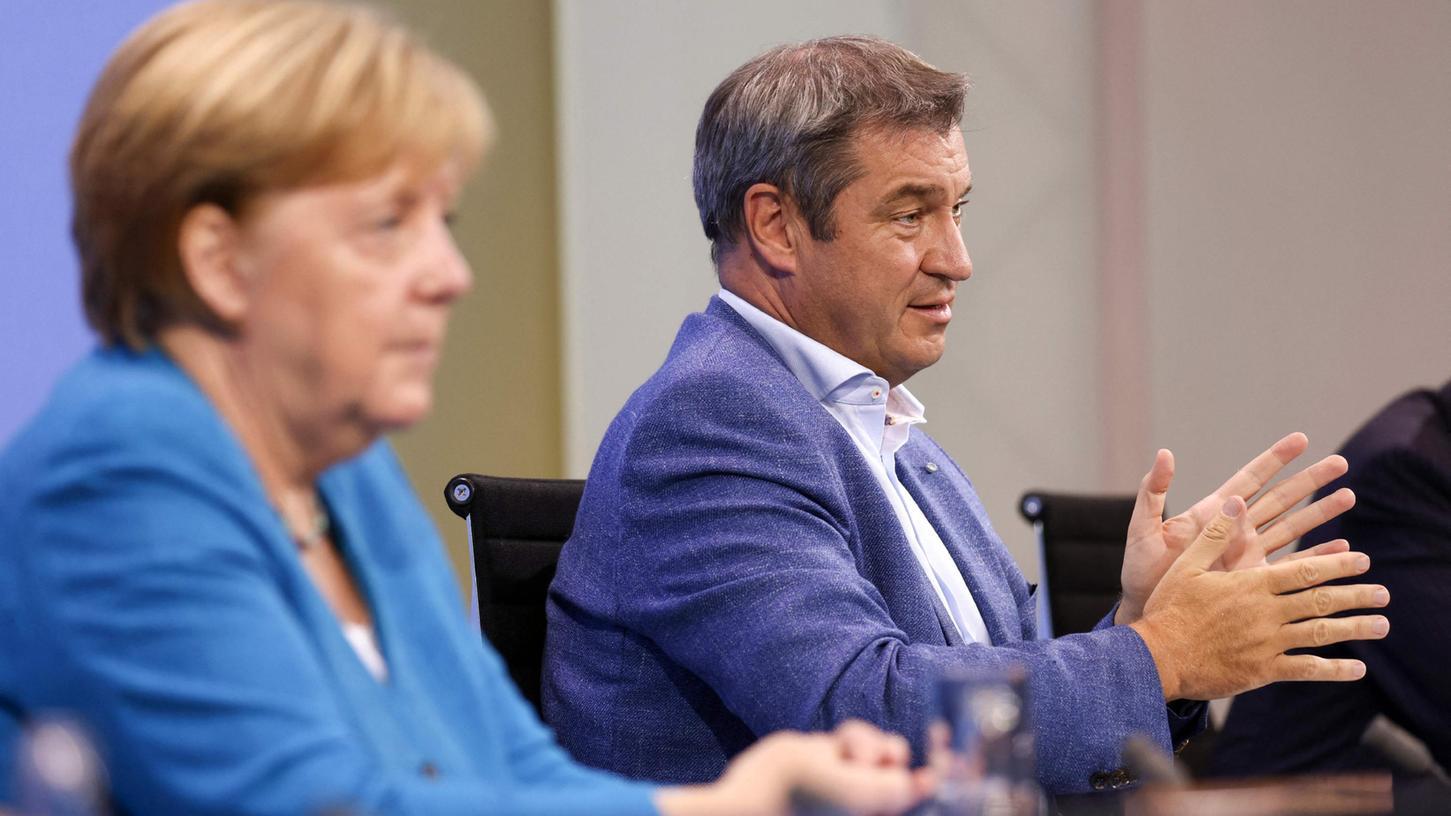 Im Anschluss zur Ministerpräsidentenkonferenz am Dienstag, stellten Kanzlerin Merkel und Markus Söder die neu beschlossenen Einschränkungen vor. Es gelte eine