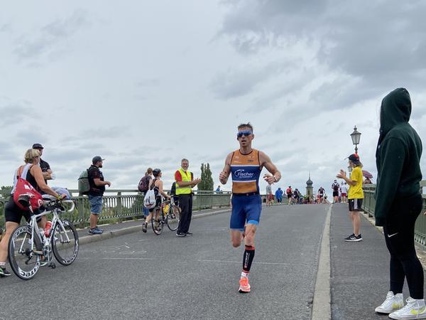 Routinier Marco Benz spielte seine läuferische Klasse voll aus, verbesserte sich mit der drittbesten Zeit im Feld auf Rang 6.