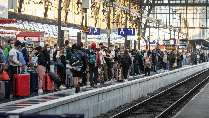 Volle Bahnsteige: Der Streik der Lokführer beeinträchtigt den Fern- wie auch den Pendlerverkehr. In Nürnberg ist auch die S-Bahn betroffen.
