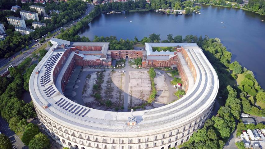 In das Innere des Kongressehallentorsos soll die Ausweichbühne für das Opernhaus während der Generalsanierung gebaut werden.