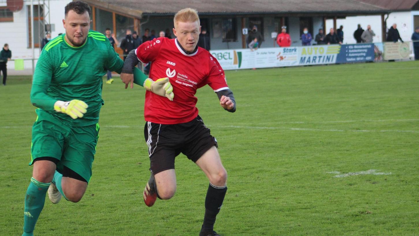 Aller Kampf hat in der vergangenen Saison nichts genutzt. Der SV Alesheim (rotes Trikot) musste den Abstieg in die A-Klasse hinnehmen. Dort will man aber nicht lange bleiben.