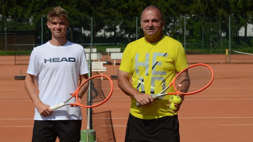 Sind seit rund acht Jahren ein eingespieltes Team: Laurenz Grabia und Tennistrainer Lars Haak (rechts).